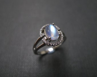 Moonstone Ring / Moonstone Engagement Ring / Moonstone Jewelry / Diamonds Engagement Ring / Diamond Ring / Engagement Ring in 14K White Gold