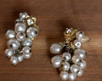 vintage 1960s Miriam Haskell screw back earrings / 60s Haskell screwclip baroque pearl earrings