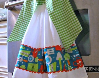 """Flour Sack Tie On Dish/Kitchen towel-""""Cook and Cultivate"""" Robert Kaufman-gardening tools"""