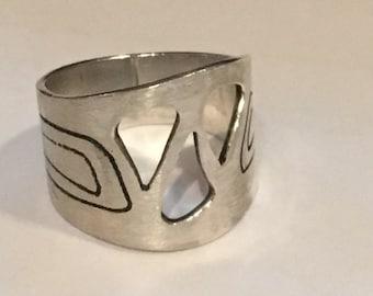 STERLING SILVER Modernist Ring Swirls cutout 8.0 Grams Size 10