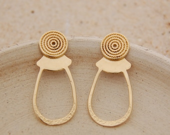 Tribal post gold earrings, stud earrings, Bohemian look earrings with spiral design, handmade earrings, new spring collection, unique JUNAM