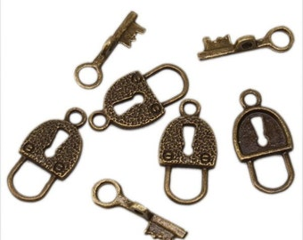 Toggle Clasps : 5 Sets Antique Bronze Skeleton Key & Lock Toggle Clasps -- Lead, Nickel, Cadmium Free Jewelry Findings MLF0543Y.5.J5A