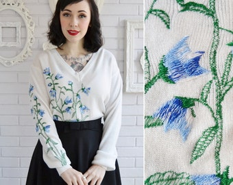 Vintage Cream V-Neck Sweater with Blue Floral Embroidery Size Large