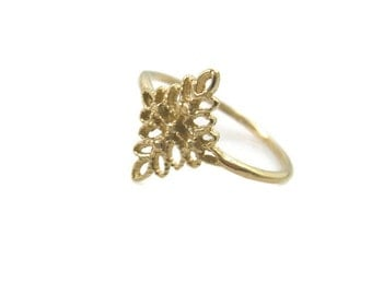 Lace ring. 14k Yellow gold Floral ring. Leaves gold ring. Filigree ring. dainty gold ring. gold ring. gift for her. (gr9445-2085)