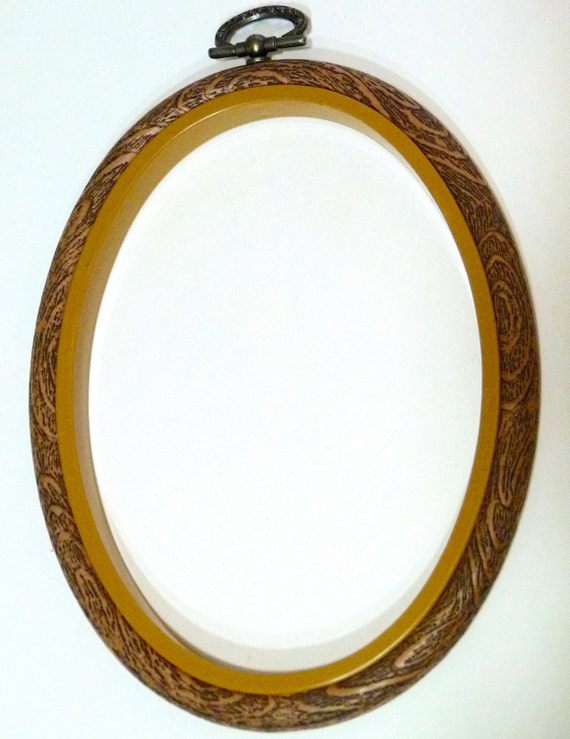 Medium oval embroidery flexi hoop by