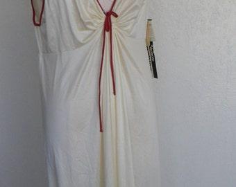 Vintage Goddess Nightgown Keyhole Ivory  Size 42