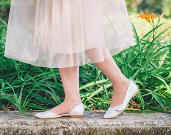 Flat wedding shoes / flat vegan shoes / pearl bridal flats / peep toe flat shoes / stunning bridal shoes / cruelty free shoe / flat bridal