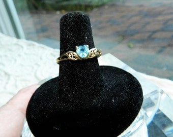 Vintage 10K Yellow Gold Heart Shaped Authentic  Blue Topaz Ring - SZ 7 1/2