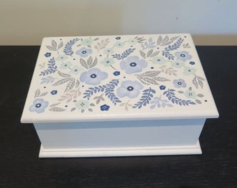 Keepsake box, jewellery box ,bridesmaid gift, hand painted box