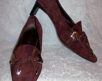 Vintage Ladies Wine Suede Leather Pumps Harvé Benard by Bernard Holtzman Size 8 1/2 Only 10 USD