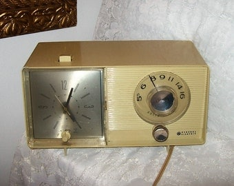 Vintage 1960s GE Alarm Clock w/ AM Solid State Radio Only 14 USD
