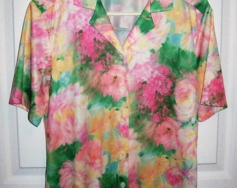 Vintage 1970s Ladies Pink & Green Pastel Floral Print Short Sleeve Blouse by Bon Worth Small Only 8 USD