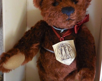 "Steiff ""Louis"" Teddy 1994 original box never taken -OUT - USA limited edition medal, pristine mohair, hand stitched nose and paws"