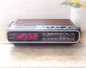 1985 Vintage HITACHI Am / Fm Electronic Clock Radio Model KC-542H.  A Retro Beauty, Snooze, Dimmer, Black & Woodgrain Top. Tested Working