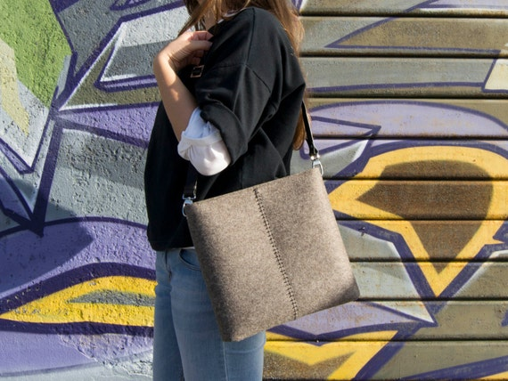 Felt SMALL CROSSBODY BAG with leather strap / crossbody purse / small shoulder bag w/ zipper / grey felt bag / wool felt / made in Italy