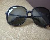 Dark Green Retro Mod Sunglasses