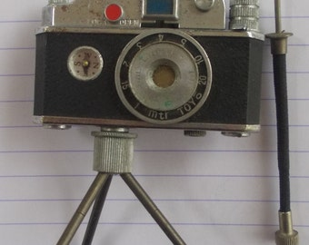 Quirky Vintage Novelty Camera Cigarette LIGHTER with Tripod Marked ORIENTAL  - Stamped Made in OCCUPIED Japan - 1940s/50s