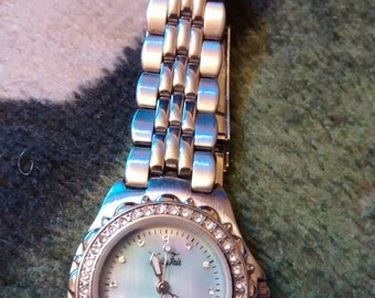 Vintage Vanity Fair Ladies Watch Rainbow MOP Textured Face With Crystal Accents