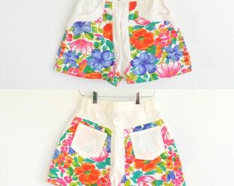 Emporio Gitano Floral & White // High-Waisted Daisy Duke Shorts // Size 3/4