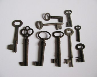 10 Antique Skeleton Keys - Steel Keys with Rust - 10 different sizes and shapes - 1920s, 1930s, 1940s (set #3)