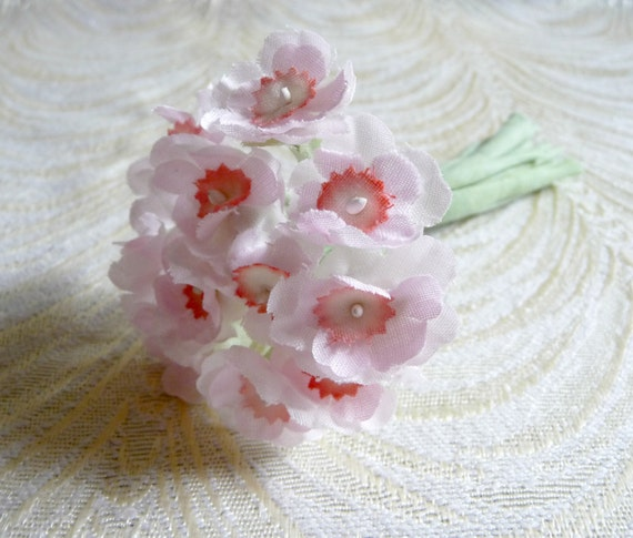 Sweet Little Primrose Old Fashioned Nosegay Bouquet Millinery Flowers Light Pale Pink on Fabric Stems Bunch of One Dozen 3FN0096P