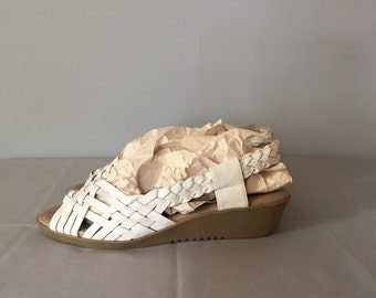 1970s white woven sandals / vintage leather woven wedges