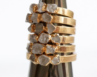 april birthstone / raw quartz ring / quartz stacking ring / gemstone ring / crystal ring / stone ring / gold quartz ring / dainty ring