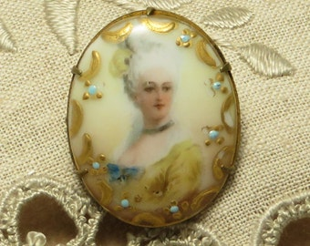 Antique Victorian hand painted porcelain beautifully detailed lady portrait pin brooch