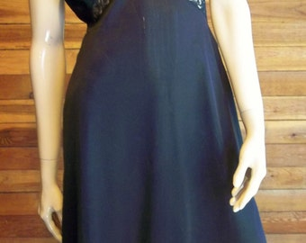 Vintage Lingerie 1960s Black VANITY FAIR Size 34 Full Slip with Accordian Pleats