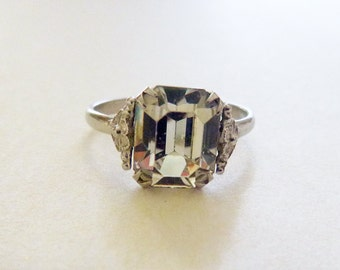 Mid century sterling silver emerald cut diamante clear rhinestone floral shoulders ring size 7.75