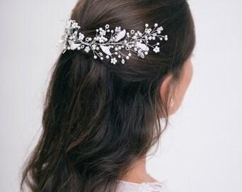 Bridal headpiece, pearl hair accessories. Beach wedding hair piece, bride hair vine. Spring blossom hair jewelry made of white pearl.