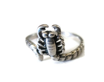 Dainty Vintage Sterling Scorpion Ring Size 5