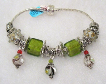 590 - NEW - Lime and White Bracelet