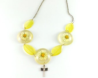 Daisy necklace White necklace Yellow necklace Eco necklace Natural necklace Resin necklace Leaf necklace Nature necklace Woodland necklace