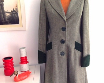 Vintage 90s Green coat herringbone fabric type, three buttons, peacoat, cuffs and pockets green corduroy. Talla