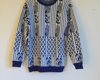 Vintage White and Blue Striped Pullover Sweater. Medium.