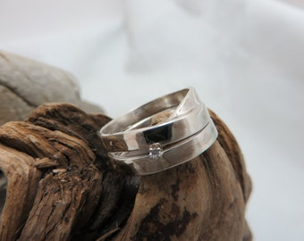 Ring set sterling silver with a diamond
