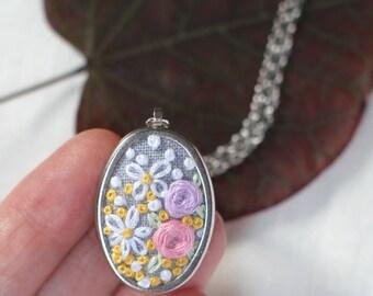 Collier floral brodé fleur collier 5e anniversaire cadeau maman cadeau romantique pendentif Marguerite tendre cadeau jaune pour femme