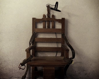 """1:12 Scale Miniature """"Old Sparky"""" Electric Chair"""
