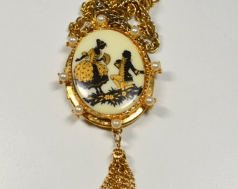 Vintage Courting Couple Cameo Pendant Necklace Faux Pearl Accented Chain Dangle Statement Cameo Necklace Vintage Cameo