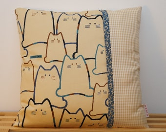 "Housse de coussin, ""More cats"" en bleu     /     Pillow, cushion cover, ""More cats"" in blue"