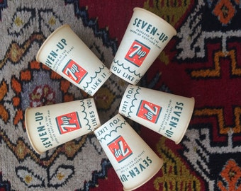 5 ~ 7Up Vintage Waxed Paper Soda Pop Cups 1950 's  Uncommon Style NOS