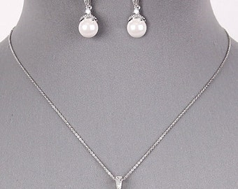 Pearl Dangle Set