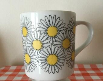 vintage daisies pedestal mug