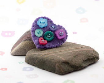 Cute button brooch - hand sewn - upcycled buttons - felt heart brooch