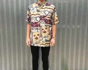 Mens Vintage Shirt. Short sleeved vintage festival shirt. Silk material retro summer style.Size M.