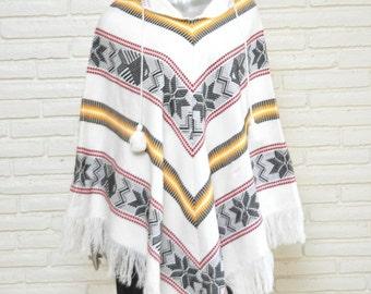 Vintage White Poncho Cape OSFA Hippie Boho Chic Jacket Bohemian Style with Fringe