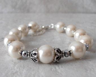 Ivory Pearl Bridal Bracelet, Elegant Wedding Jewelry, Vintage Style Antiqued Silver and Pearl Brides Jewelry