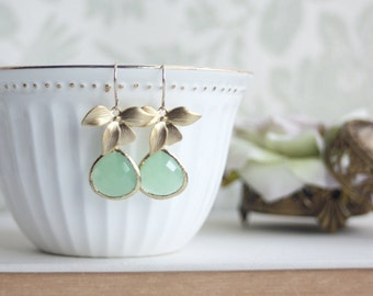 Mint Orchid Glass Pendants Gold Plated Orchids Drop Dangle Earring. Mint Green Bridesmaid Gift. Mint and Gold Wedding, Modern Flower Earring