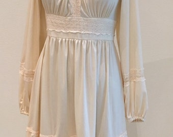 1970s Vintage Peasant Dress - Casual Short Dress - Bohemian Boho - Backyard Hippie Wedding - Off White with Lace - Mindy Malone - 32 Bust